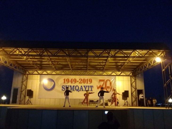 Sumqayıtn 70 illyi münasibətilə mədəniyyət müəssisələrinin kollektivləri Sumqayıt bulvarında konsert proqramı təşkil edib